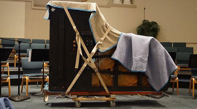 Das Klavier für den Umzug gut verpacken.